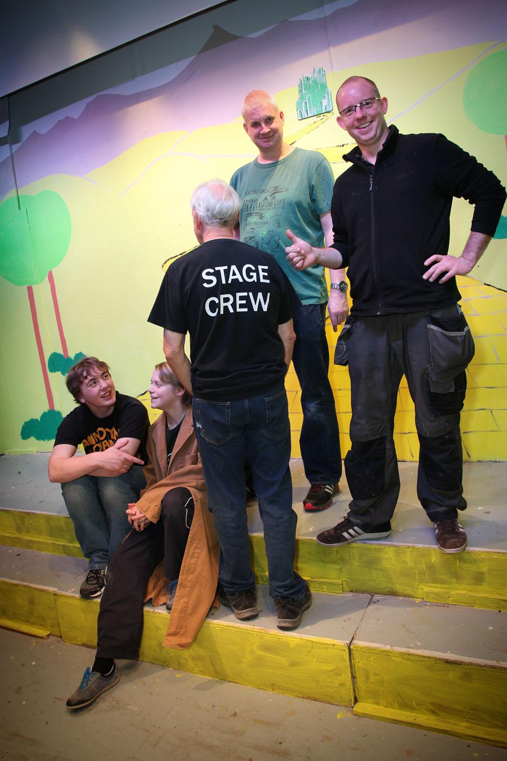 05.Stage_crew